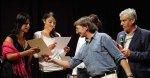Joe Amoruso consegna le targhe per le migliori interpeti di Inedito Valeria Crescenzi e Francesca Pezzano